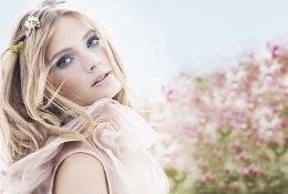 Pleasures_Flower_Model_Shot